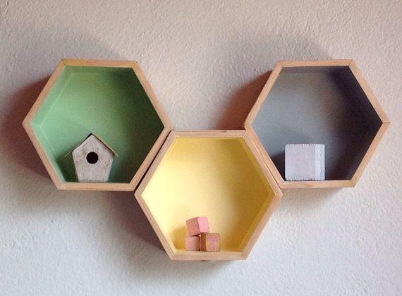 hexagone trois tag res hexagone plateau nid d 39 abeille deco pinterest hexagones abeilles. Black Bedroom Furniture Sets. Home Design Ideas