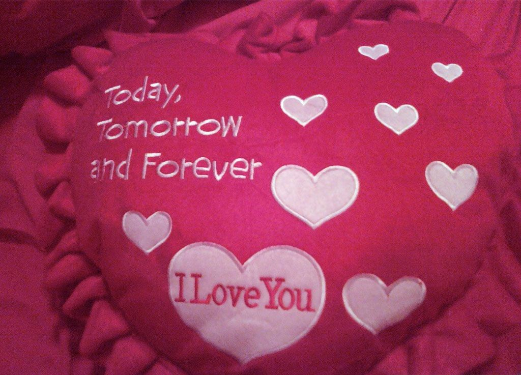 Special Pillow Romantic Words Of Love Wallpapers   Romantic ...