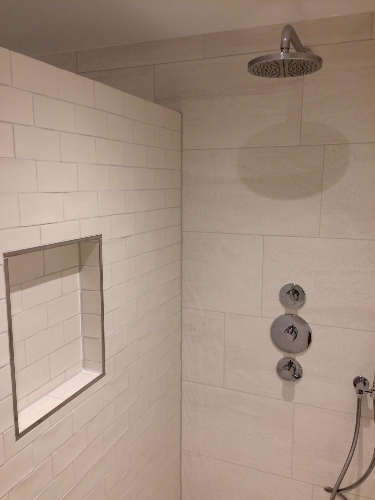 Nis in douche met handgevormde tegels | Badkamer tegels | Pinterest