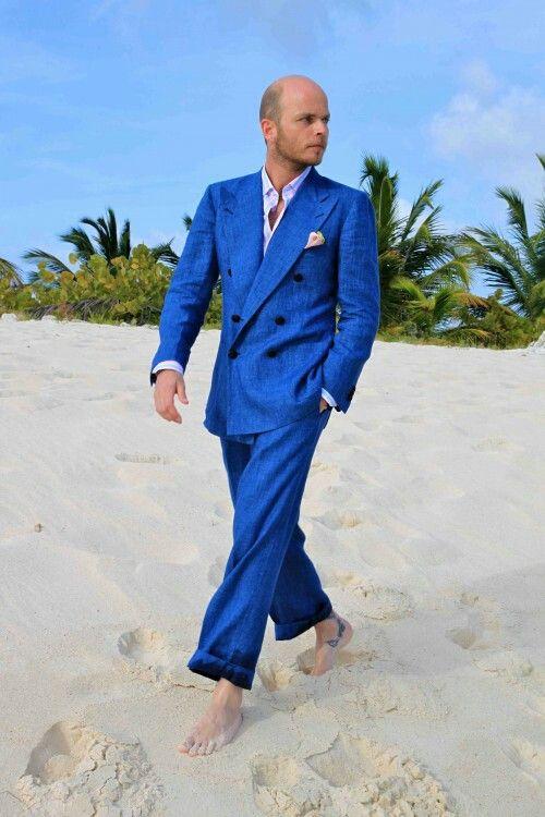 http://www.victoramaroblog.com/2013/10/luca-rubinacci-gentleman-new-generation.html  Hola!! Que tal!! Hoy he tenido el placer de hablar con Luca Rubinacci sobre moda, su estilo personal, trabajos y tendencias. Lo primero de todo me gustaría de dar las gracias a Luca, has sido muy amable conmigo. Soy un joven bloguero que admira tu estilo y hablar contigo de moda ha sido un sueño hecho realidad. Aprecio mucho el tiempo que me has dedicado  Luca Rubinacci pertenece a la Sastrería Napolitana y…
