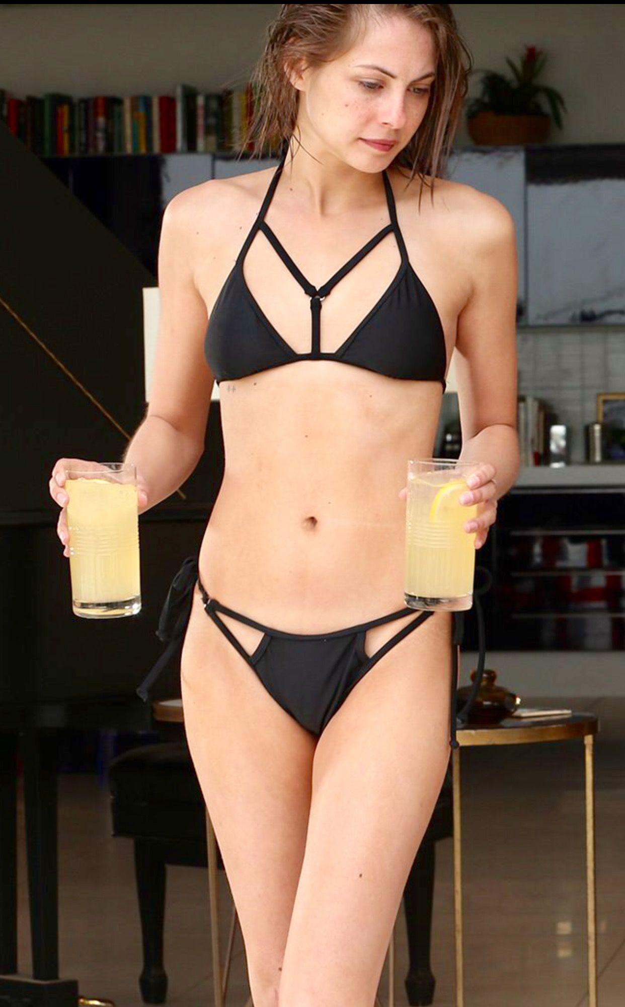 Erotica Bikini Willa Holand  naked (19 fotos), Facebook, cleavage