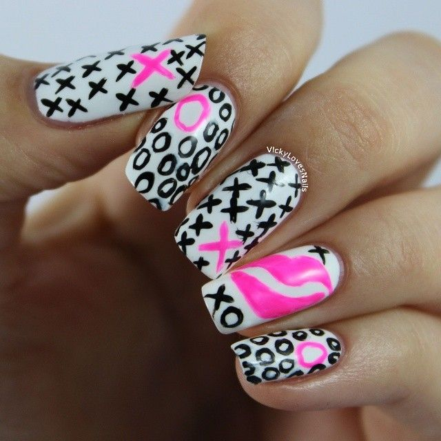 ShareIG Day 2 of the #weekoflovechallenge is kisses. #nails #nailart ...