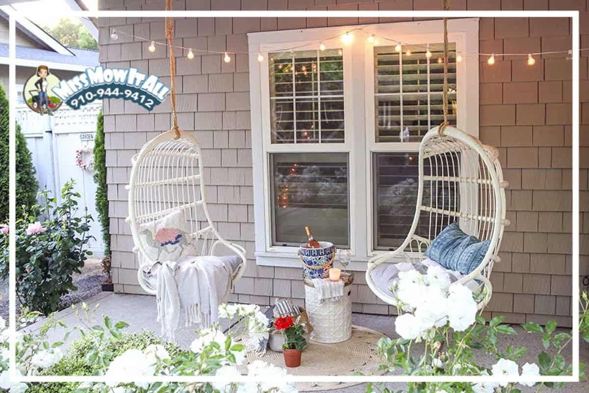 we absolutely love these front porch swings they re on porch swing ideas inspiration id=73250