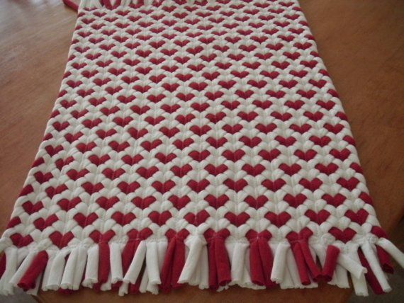 16x20 red heart rug made from recycled t shirts recycling teppiche und rot. Black Bedroom Furniture Sets. Home Design Ideas