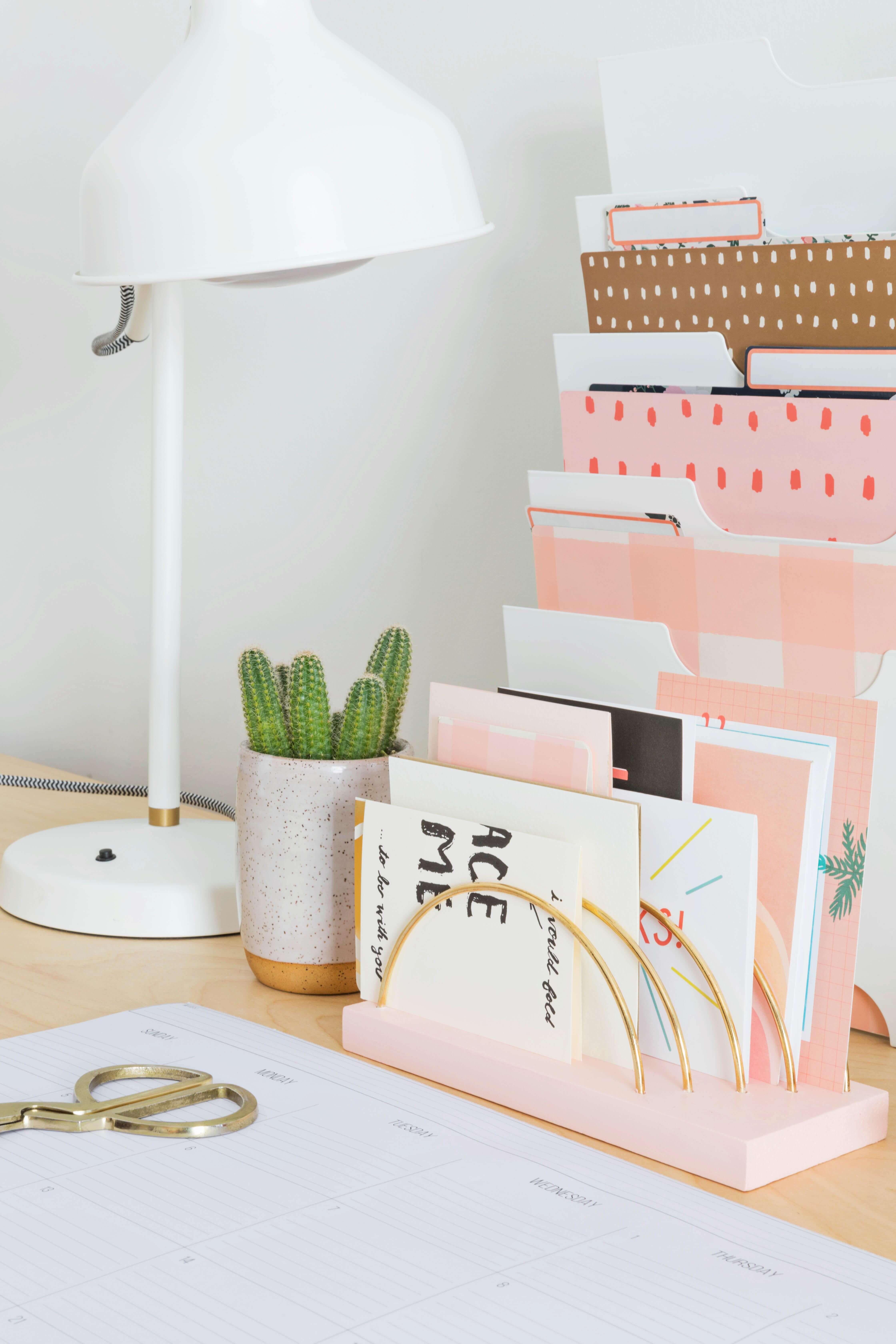 Super Schönes Und Dekoratives Ordnungssystem Für Den Schreibtisch!  #tabledecor #decoration #office #officespace #büro #ordnung #rosa