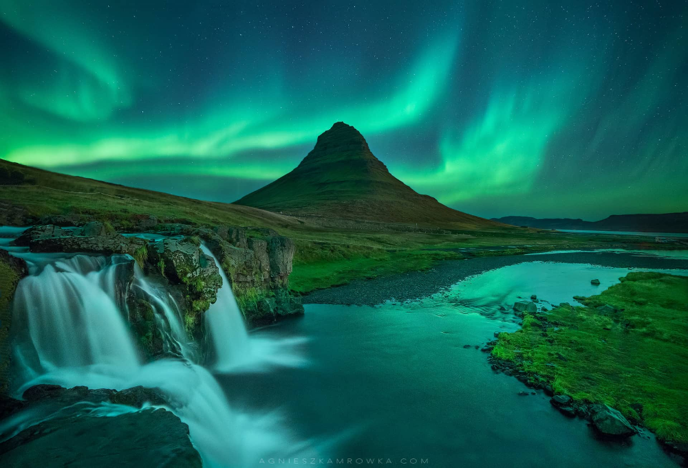 Northern Lights In Kirkjufell Mountain Iceland Northern Lights Beautiful Places To Travel See The Northern Lights