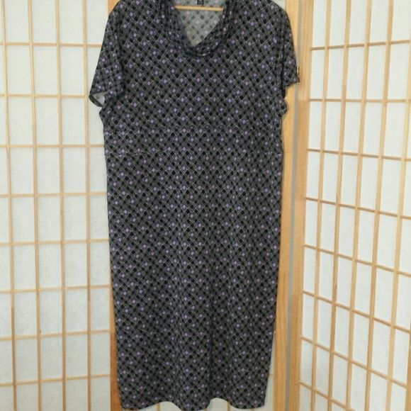 George dress XL 94 poloyster 6 spandex.  Super comfortable.  Pictures dont really capture.  :\  Length 41 inches George Dresses Midi