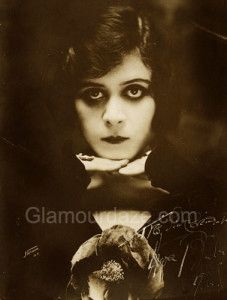 Theda-Bara---1916-eye-makeup-look