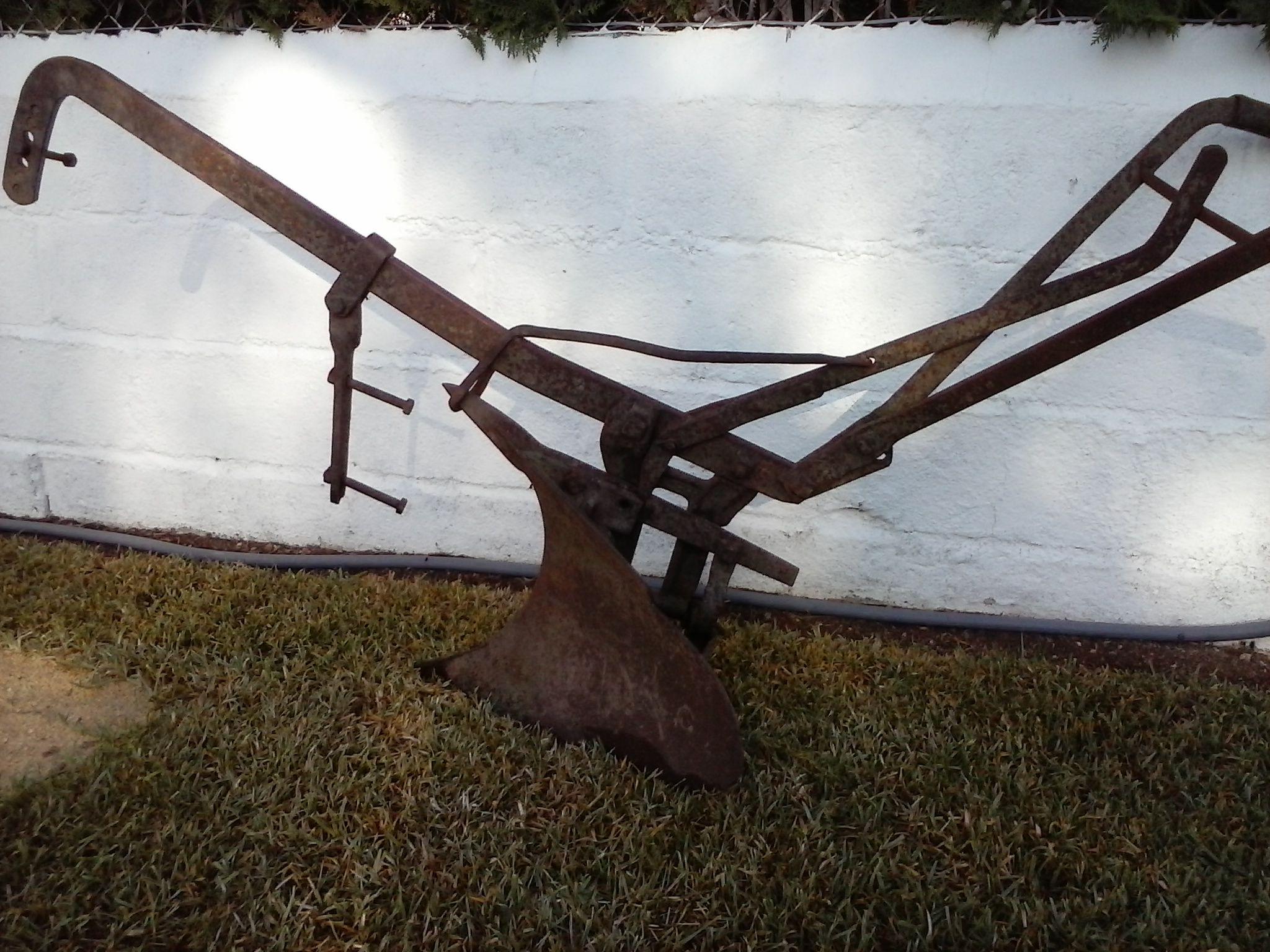 Vendo arado muy antiguo precioso para adornar jardines for Carros de madera para jardin