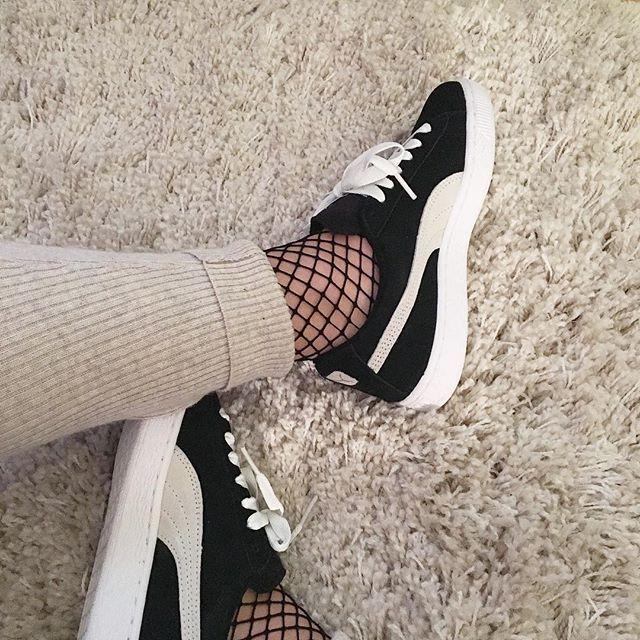 Baskets et chaussettes en résille : la tendance phare de