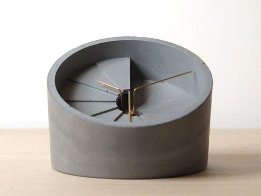 4th Dimension Table Clock
