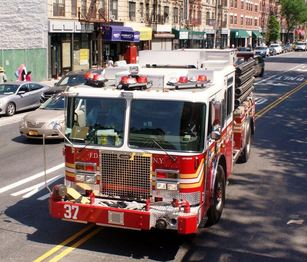 FDNY Engine 37 Responding
