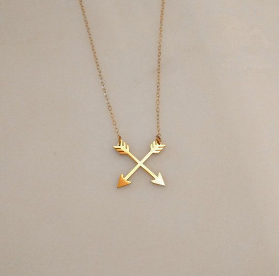 Gold Double Arrow Necklace This beautiful and dainty double arrow