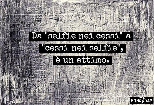 Frasi Divertenti Da Selfie Nei Cessi A Cessi Nei Selfie