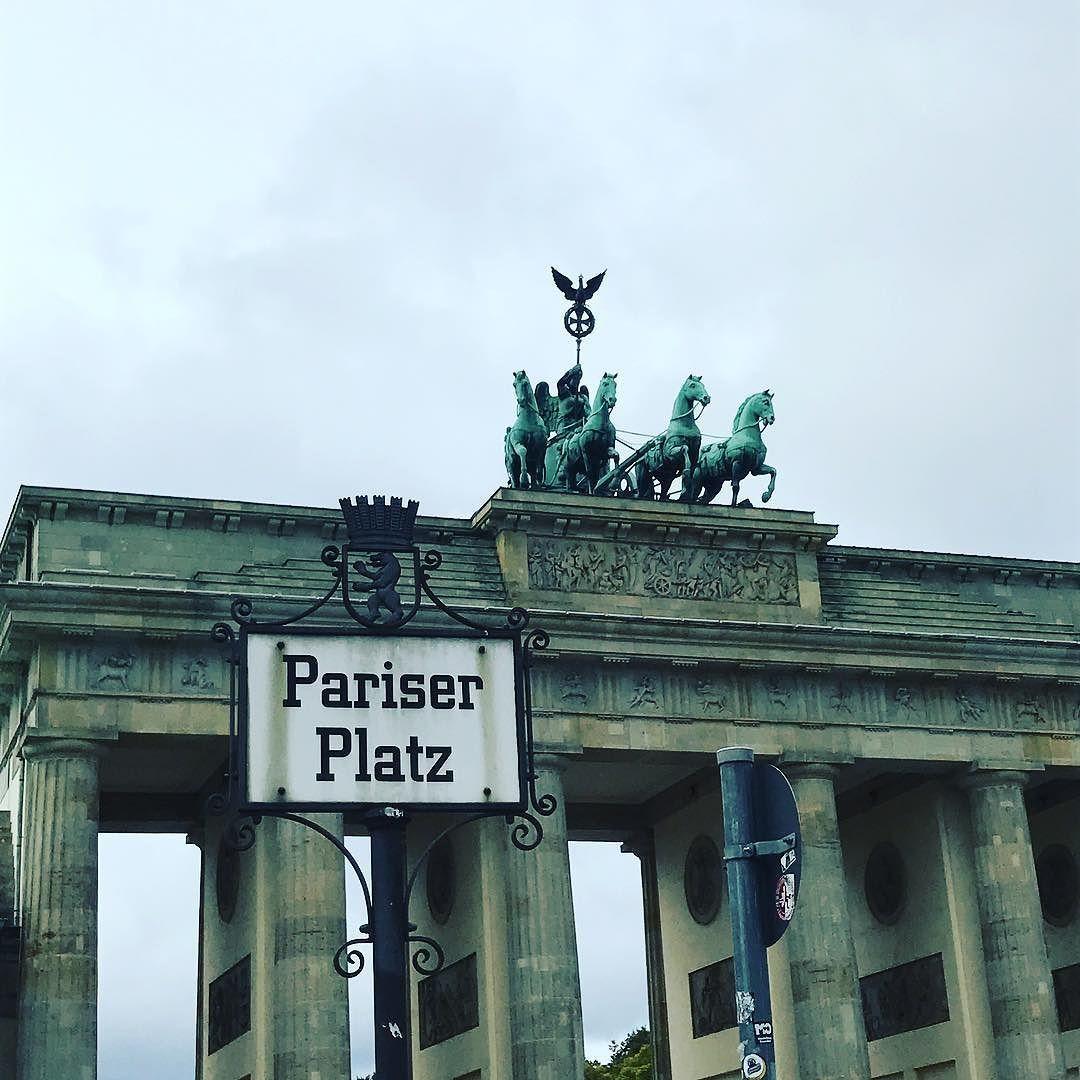 Berlin Ampelmannchen Brandenburgertor Pariserplatz Foodweek Kaufrausch Food Rot Ampel Instadaily Instagram Instagram Instagram Posts Broadway Shows