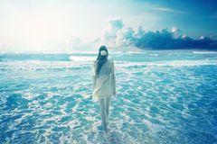 woman-walking-dreamy-beach-enjoying-ocean-view-young-colorful-blue-sky-landscape-nature-screen-saver-49794647.jpg (240×160)
