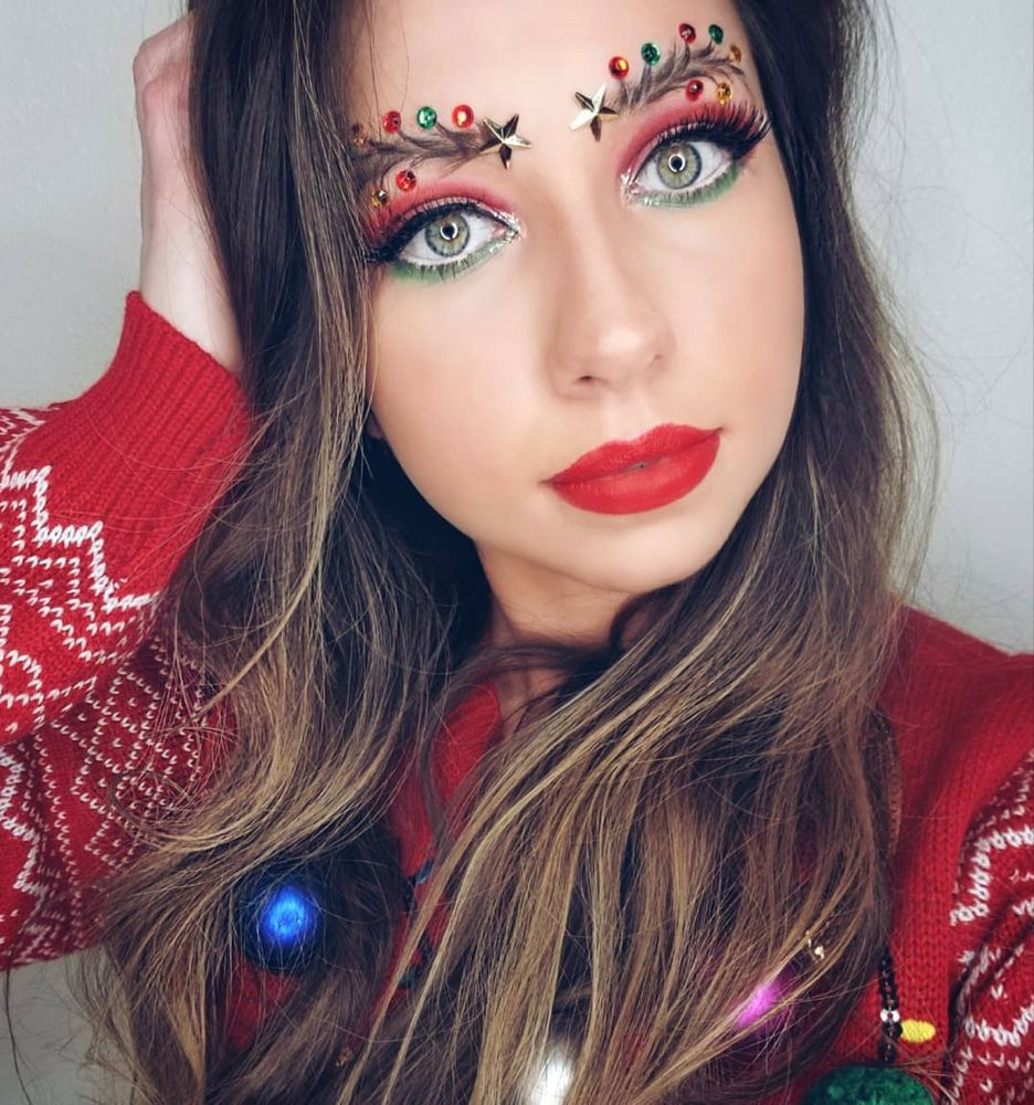 With the Christmas tree eyebrow trend, the idea is that