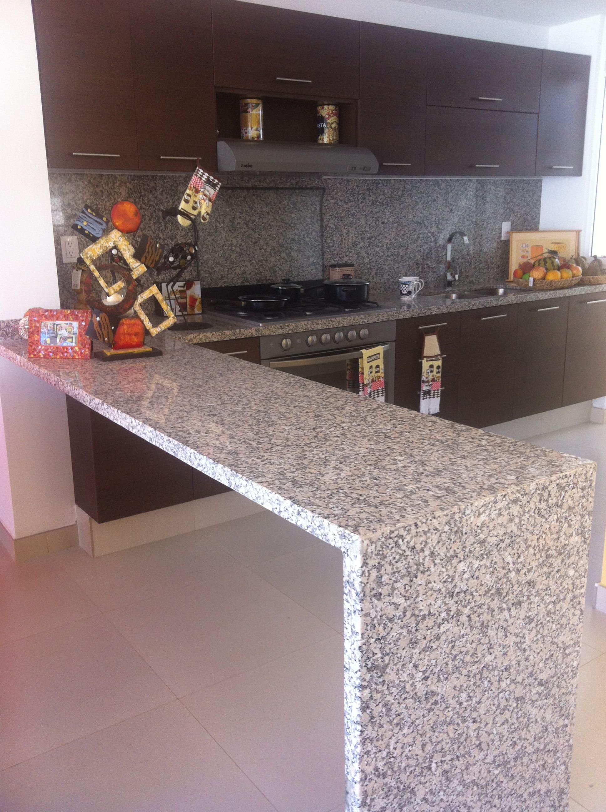 Fabricamos la cubierta de granito para tu cocina a la