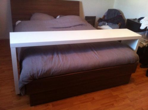Eigentijdse bed tafel massief grenen hout vouwen ronde tafel