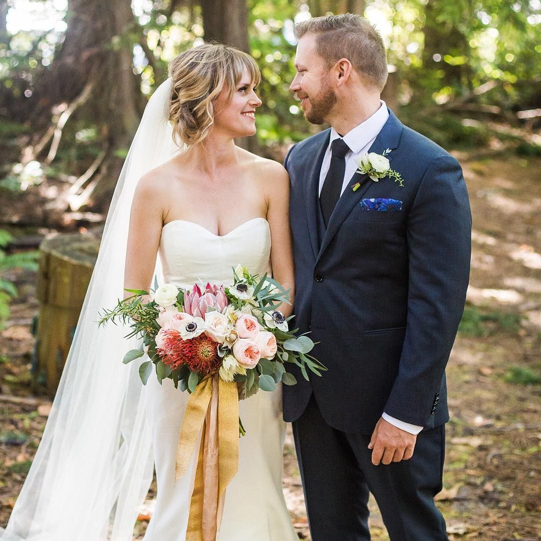 Wedding Flowers Vancouver Bc: Adore This Newlywed Couple! @karefield's #bridalbouquet Is