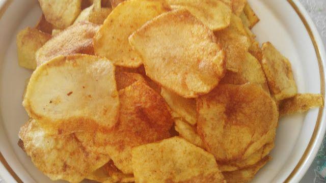 Bakina kuhinja - domaći čips bolji od kupovnog       Potrebno je:  Krimpir  ulje  so  ljuta paprika (čili)   Priprema:  Krompir oprati oči...