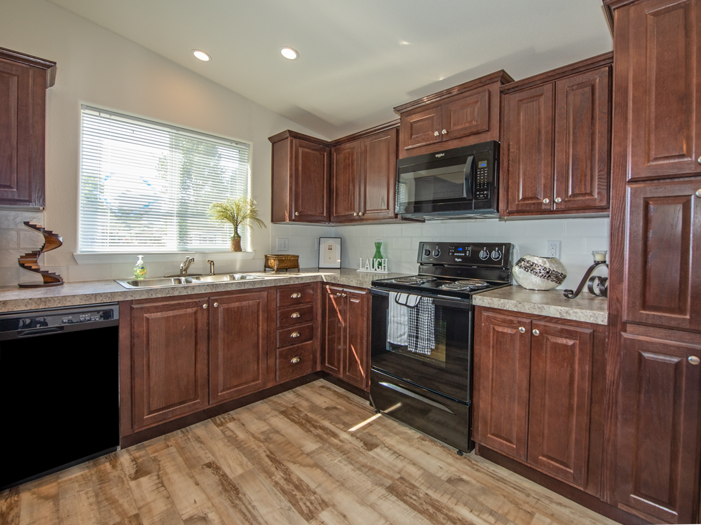 Churchill Meadows 2 mobile home for sale in Eugene