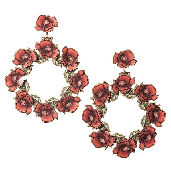 Pendiente de flamenca en forma de aro realizado con flores en relieve de esmalte veneciano. Realizado artesanalmente. Color rojo. Serie 'Gitanillas'.