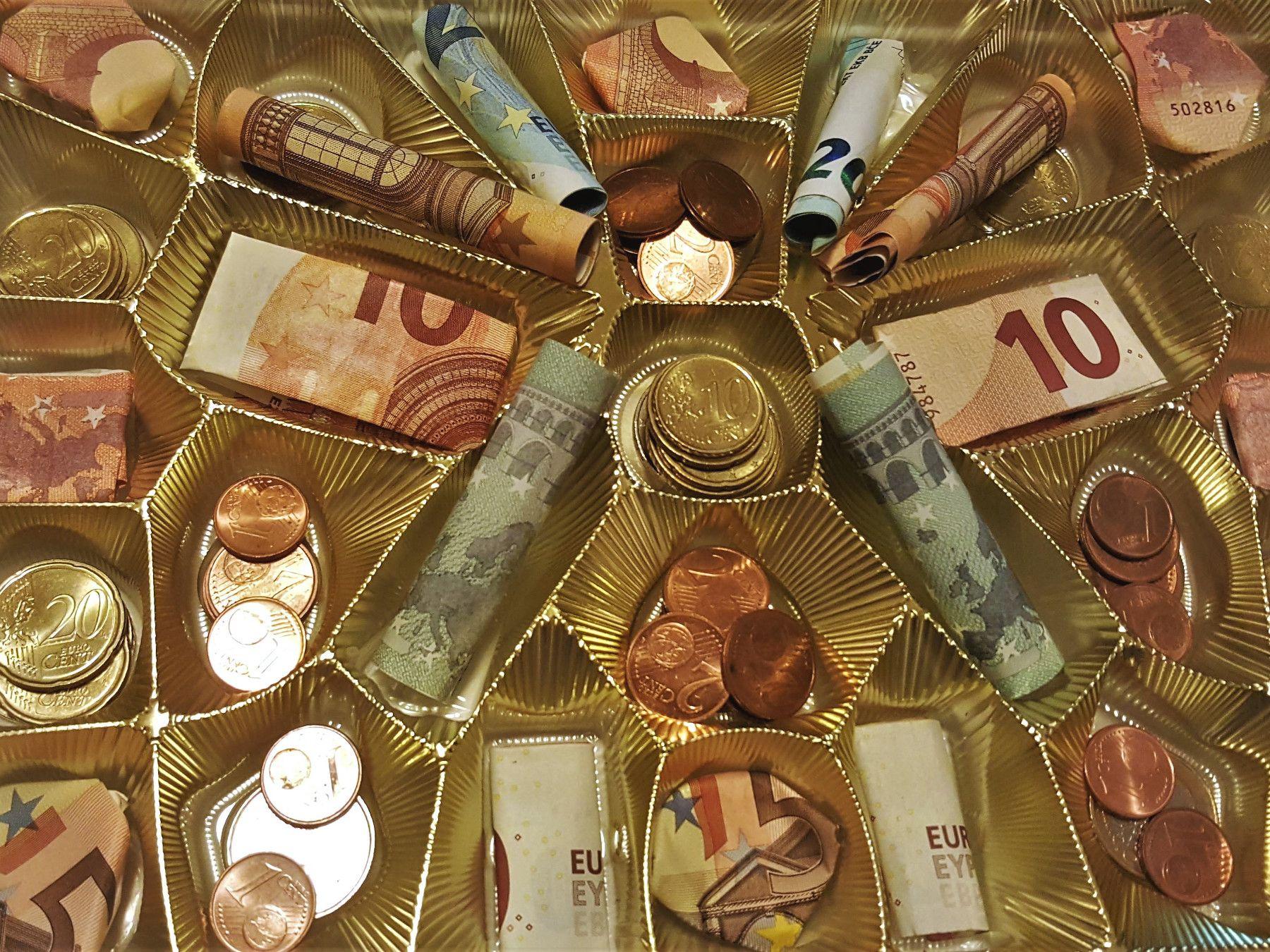 Geldgeschenk In Einer Leeren Pralinenschachtel Geburtstag