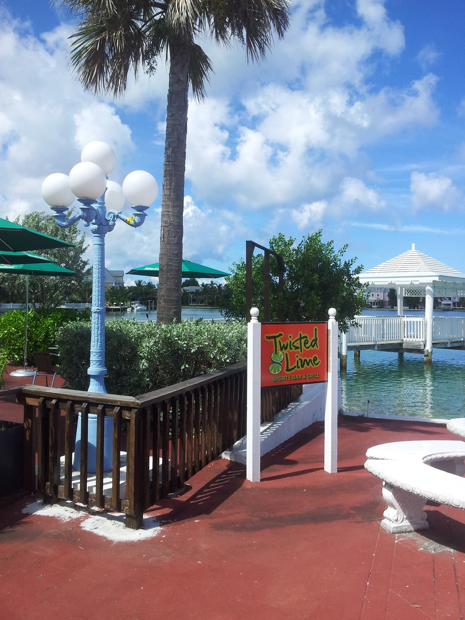 Twisted Lime and Cosy Corner Restuarang, Sandyport , New providence Bahamas
