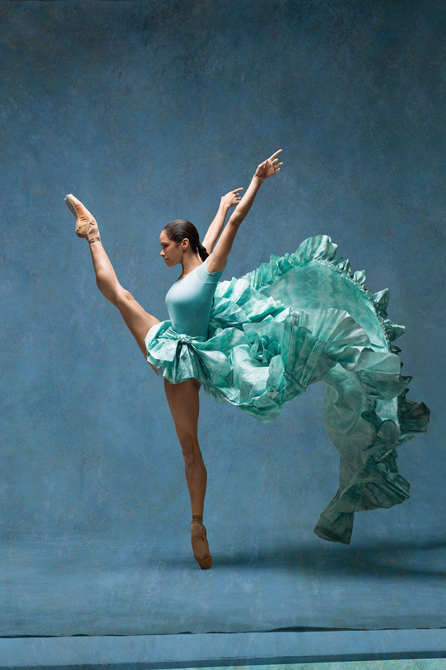 Ballerina recreated Degas' paintings