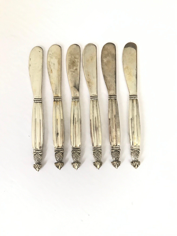 Vintage Butter Knives Godinger Silver Butter Knife Set Of Six Vintage Pineapple Butter Knives Vintage Godinger Vintage Silverware Set In 2020 Godinger Silver Silverware Set Vintage Silverware
