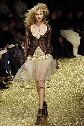 D&G Fall 2005 Ready-to-Wear Fashion Show - Anja Rubik