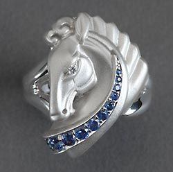 Horse Ring Prancing Mare White gold with with Pink sapphires