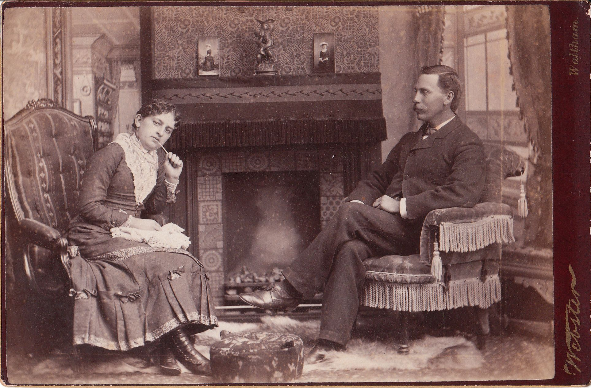 The Cabinet Card Gallery Couple Actually Sitting In Front Of A Very Realistic Backdrop Victorian Parlor Victorian Living Room Vintage Family Photos