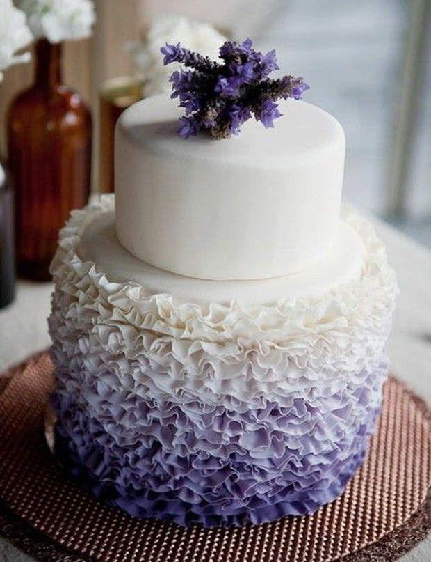 Le wedding cake lavandeWahou ! En quelques coups de poche à douille, un wedding cake spectaculaire !