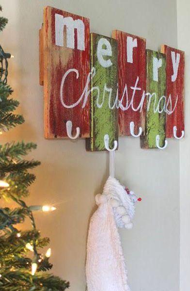 Decorazioni Natalizie Low Cost.Appendiabiti Pallet 20 Idee Creative Low Cost Decorazioni Di Natale Fai Da Te Idee Natale Fai Da Te Natale Artigianato