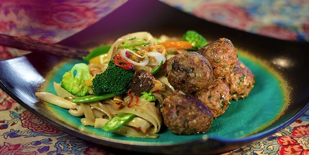 Thai meatballs with noodles asian food channel recepten om te thai meatballs with noodles asian food channel forumfinder Choice Image
