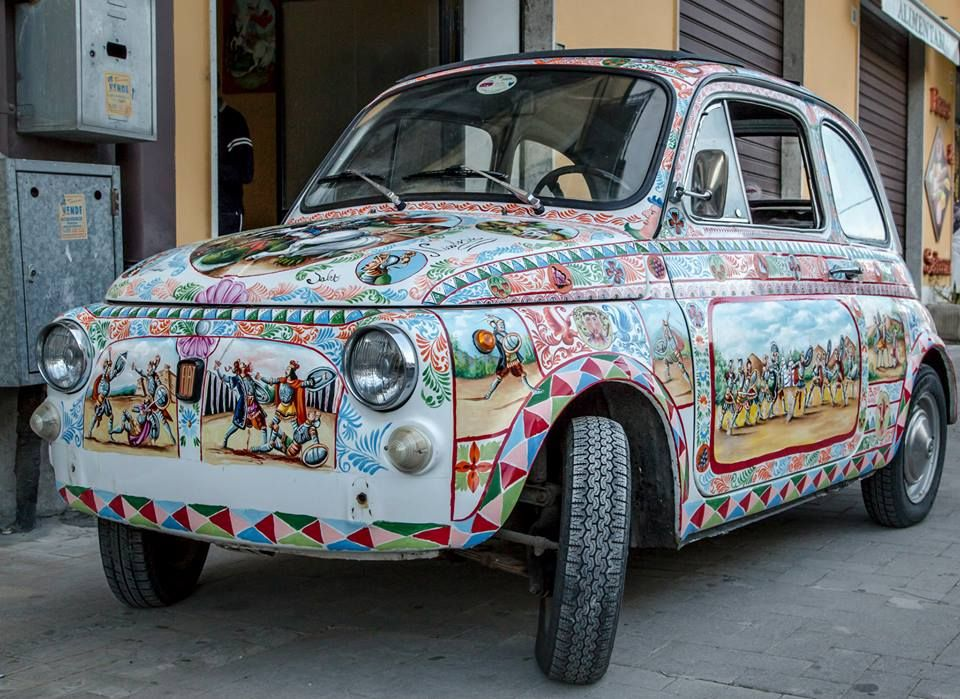 fiat 500 entirely decorated with the style of the Sicilian