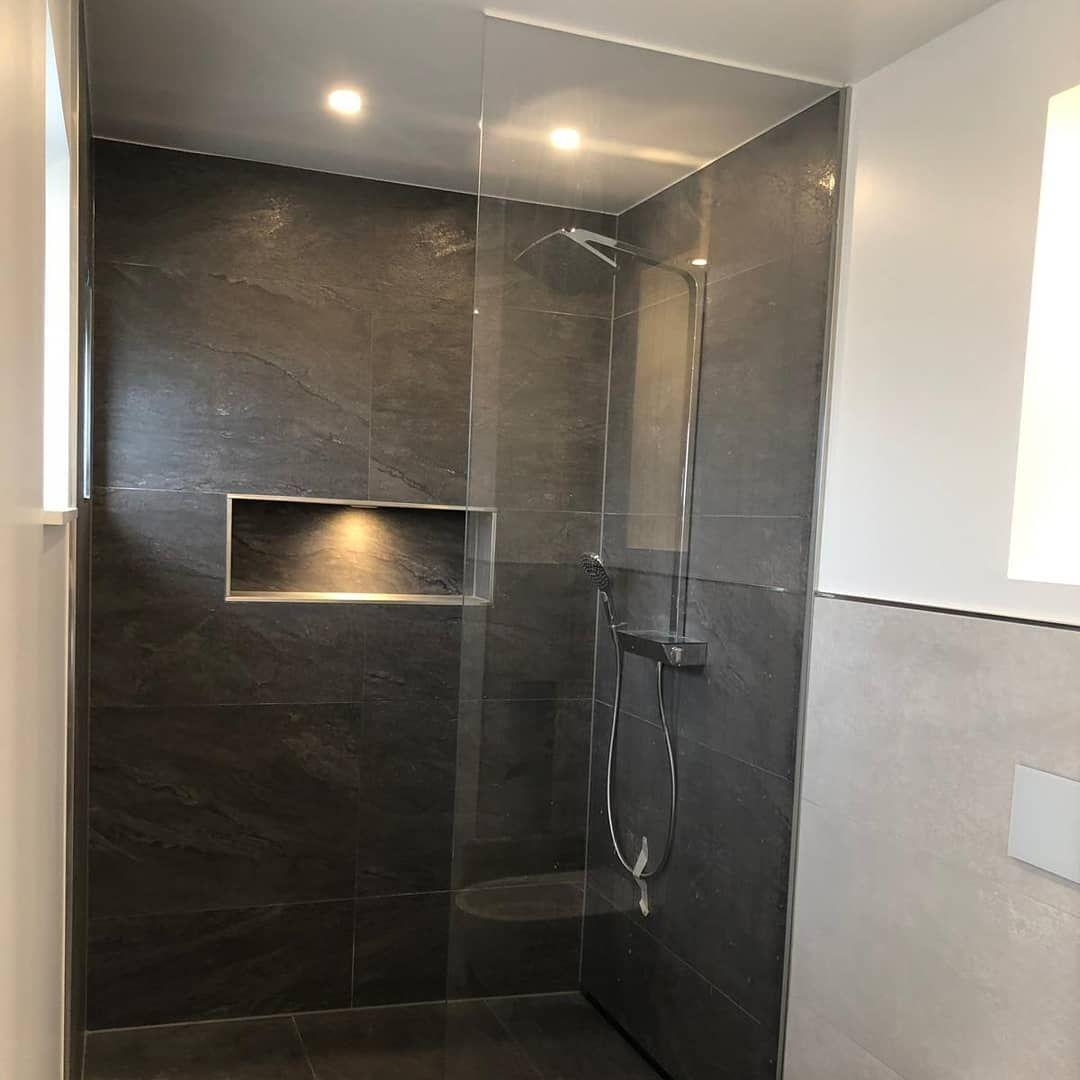 Hallo du schönes Badezimmer 😍 Nachdem die Wände nun tapeziert ...