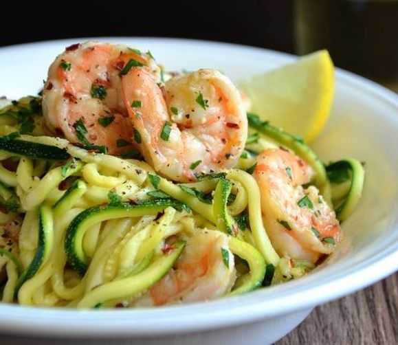 Spaghetti di zucchine con i gamberi