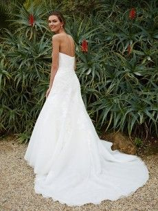 Булчинска рокля на Beautiful by Enzoani Модел BT16-16 (снимка гръб)