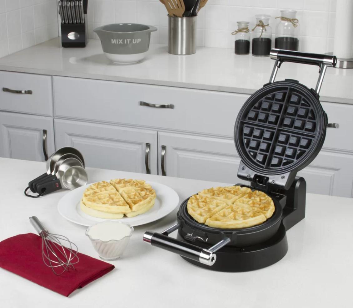 Belgian Waffle Maker Vs Regular Waffle Maker What S The Difference Belgian Waffle Maker Waffles Maker Belgian Waffles