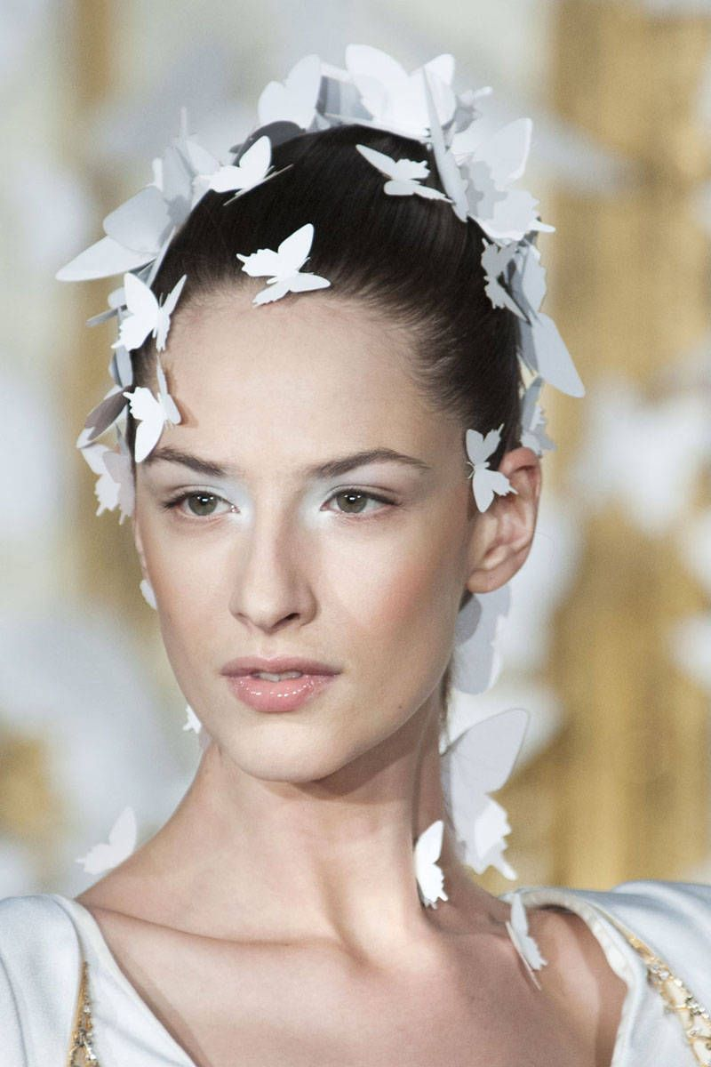 Alexis Mabille: minus butterflies of course, white eyeshadow & bold brow is perfect look for spring evening