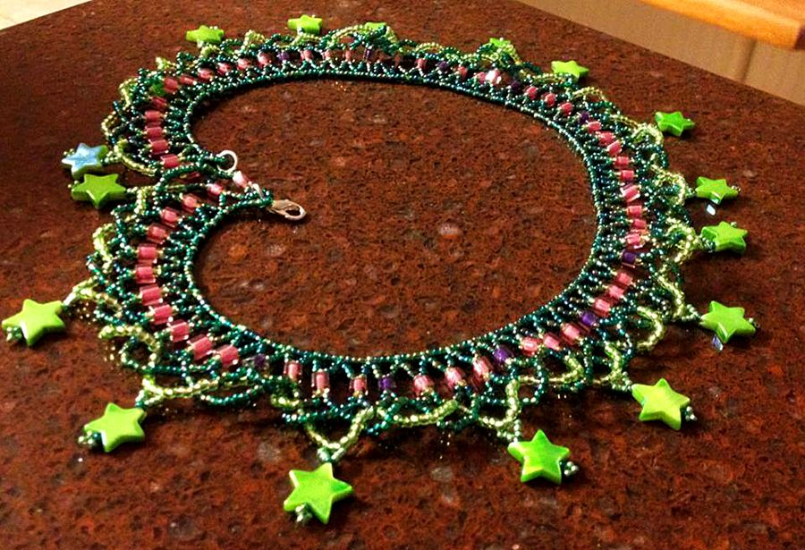 Free pattern for necklace Firework Ruffles Click on link to get pattern - http://beadsmagic.com/?p=6626