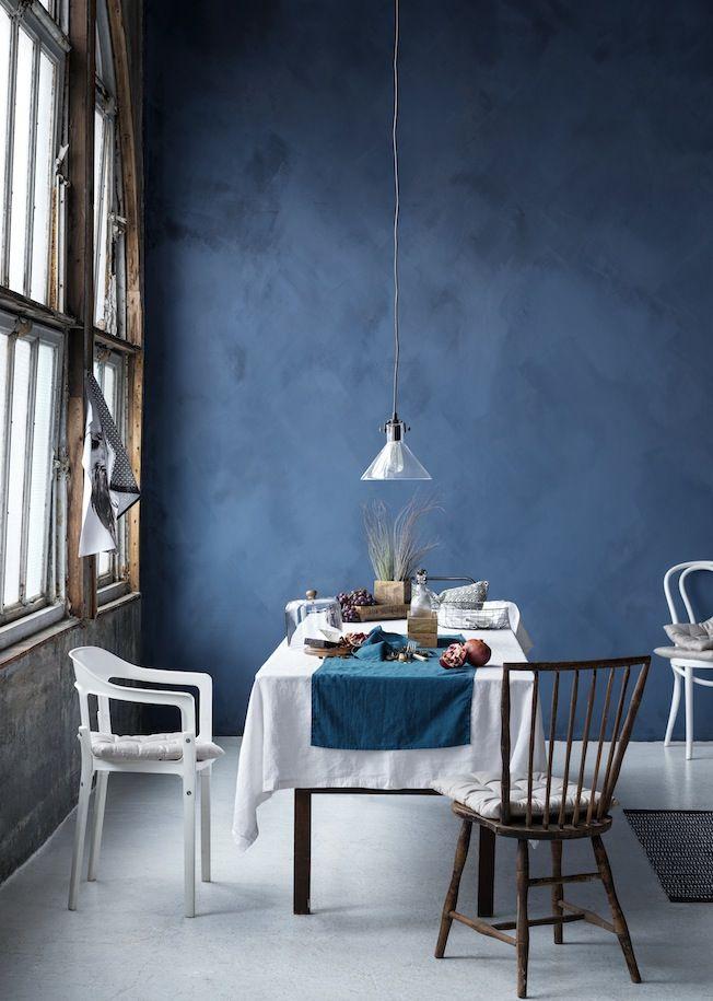 Vorschau Auf Die Herbstkollektion Von H M Home Blaue Wande Kuche Dunkelblaues Wohnzimmer Blaue Wande