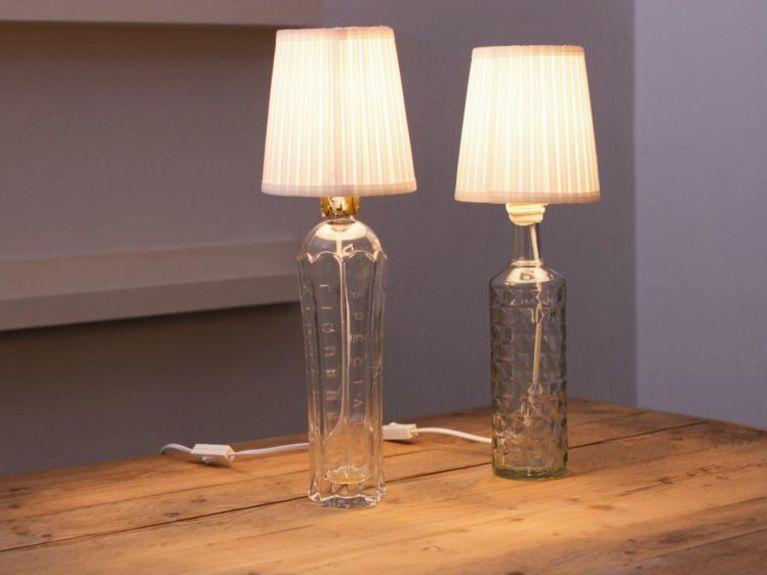 Diy Tutorial Upcycle A Bottle Into A Lamp Via Dawanda Com Idee
