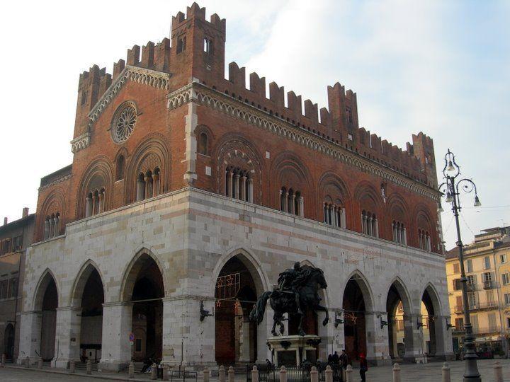 Il Palazzo Gotico, Piacenza, Emilia Romagna, Italy (photo ...