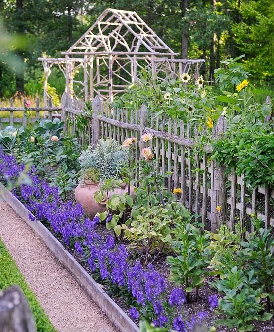 Love the flower bed along the garden fence. Very pretty.