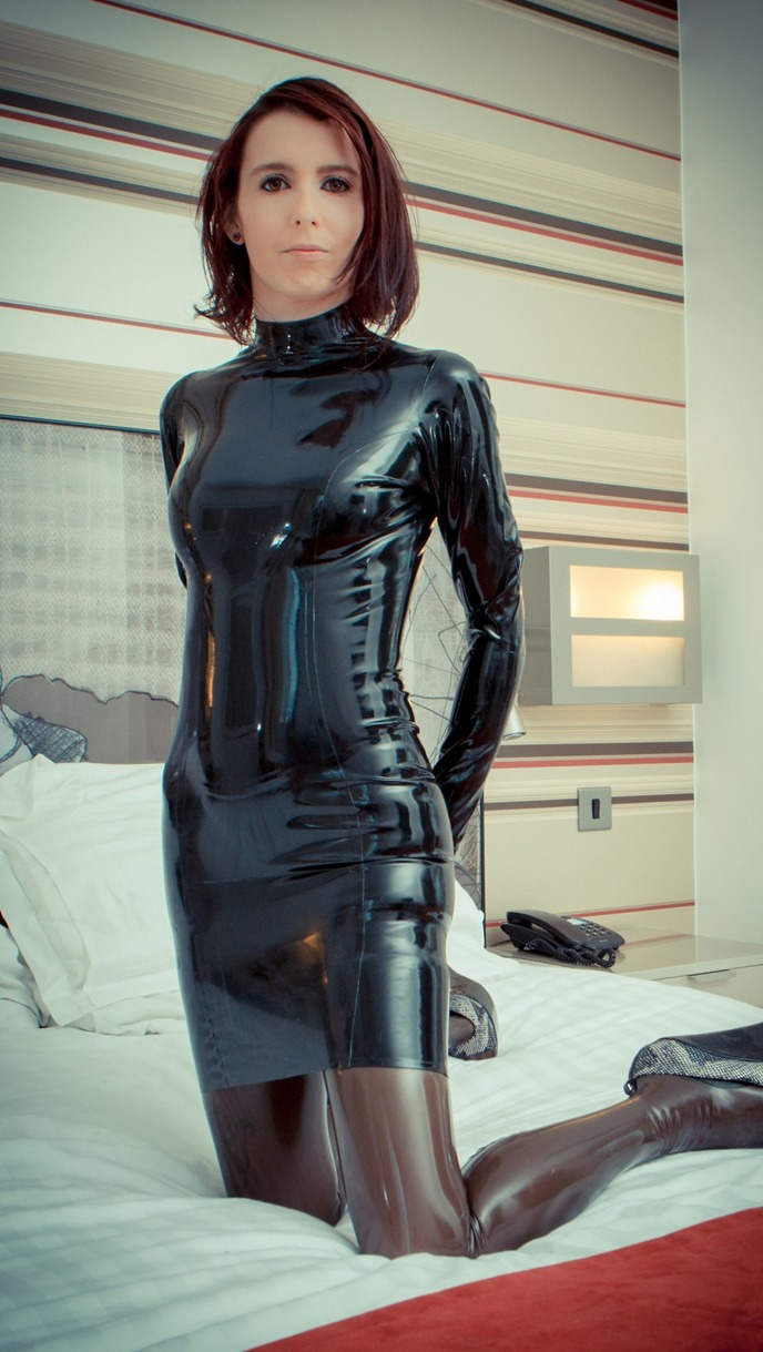 Mistress harley looks stunning in skin tight leather