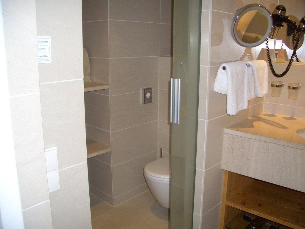 Zimmer - Bad mit Schiebetür zum WC | Badezimmer | Pinterest ...